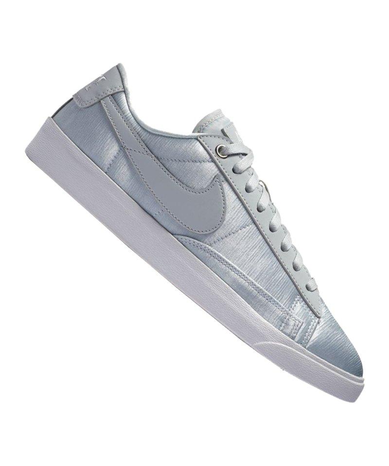 Nike Blazer Low SE Sneaker Damen Silber F001
