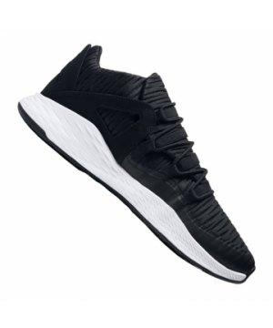 jordan-formula-23-sneaker-schwarz-weiss-f011-lifestyle- 90d12dcd6b