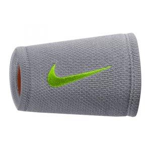 nike-dri-fit-stealth-doublewide-wristband-run-schweissband-equipment-trainingszubehoer-grau-f091-9380-55.jpg