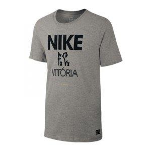 nike-f-c-victoria-tee-t-shirt-lifestyle-freizeit-alltag-kleidung-strasse-f063-grau-805539.jpg