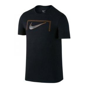 nike-swoosh-goal-tee-t-shirt-schwarz-f010-freizeit-lifestyle-streetwear-kurzarm-shortsleeve-men-herren-805583.jpg
